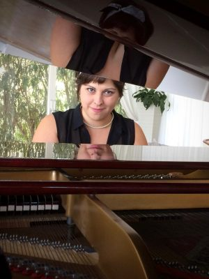 Daniela-Somma-Piano-and-voice-COLORE